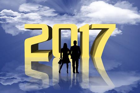 successo: Capodanno. Persone guardano il nuovo anno. 2017 sfondo cielo e sole.