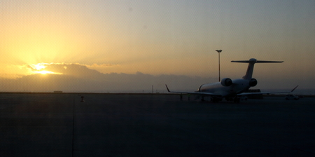 silhouette of airliner at sunset 免版税图像