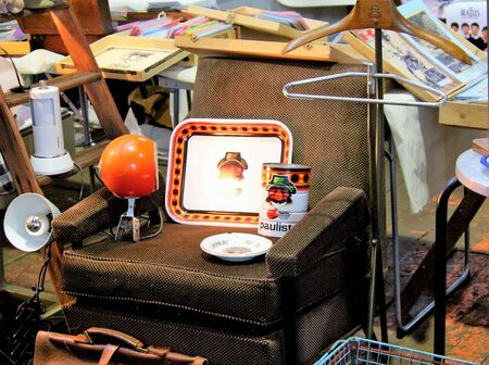 evocative image of tray and coffee objects on an armchair at a vintage market 免版税图像