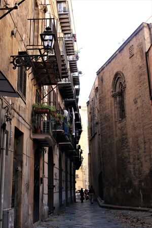 evocative image of an ancient street in the historic center of Palermo in Italy Banque d'images