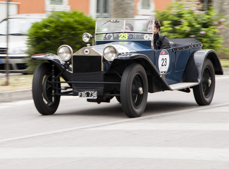 reenactment re enactment: Lancia Lambda serie VII 1927