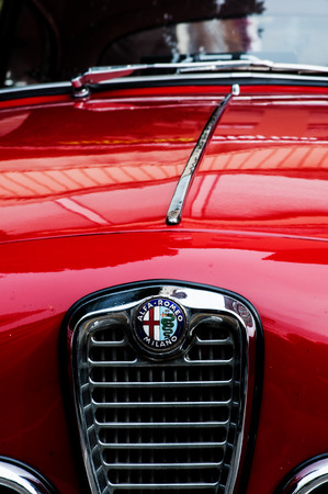 romeo and juliet: PARTICULAR GRILL AND ALFA ROMEO JULIET Spint FAST 50 YEARS Editorial