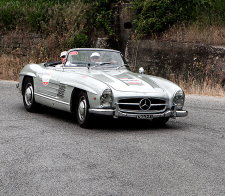 old car Mercedes Benz 300 SL Roadster one thousand miles in 2015