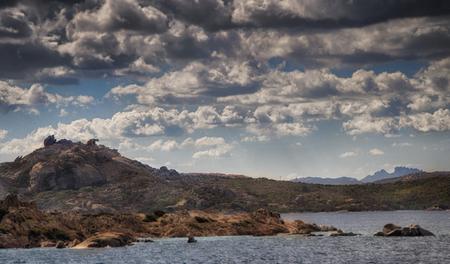 paisaje mediterraneo: oso paisaje roca mansión de Cerdeña