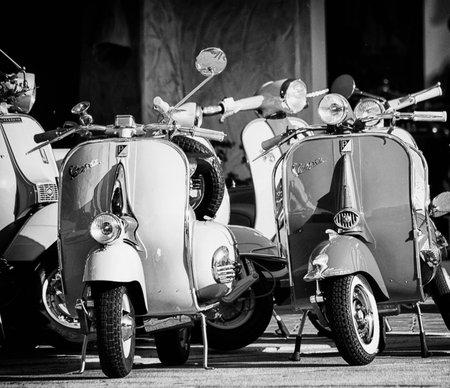 イタリア ・ ピアジオ社製の象徴的なシンボル、ビンテージ ベスパ スクーター 報道画像