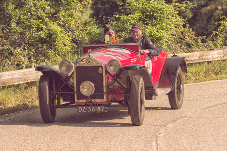 PESARO COLLE SAN BARTOLO, ITALY - MAY 17 - 2018: LAUNCH LAMBDA VIII SERIES 1928 on an old racing car in rally Mille Miglia 2018 the famous italian historical race (1927-1957) Editoriali