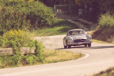 PESARO COLLE SAN BARTOLO , ITALY - MAY 17 - 2018 : MERCEDES-BENZ 300 SL COUPÉ (W198) 1955 on an old racing car in rally Mille Miglia 2018 the famous italian historical race (1927-1957) Editoriali