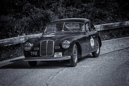 PESARO COLLE SAN BARTOLO , ITALY - MAY 17 - 2018 : MASERATI A6 1500 BERLINETTA PININ FARINA 1950 on an old racing car in rally Mille Miglia 2018 the famous italian historical race (1927-1957) 報道画像