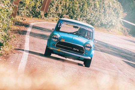 PESARO COLLE SAN BARTOLO, ITALY - OCT 12 - 2019: MORRIS MINI COOPER S on an old racing car in rally Редакционное