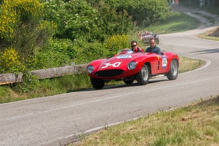 PESARO COLLE SAN BARTOLO , ITALY - MAY 17 - 2018 :FERRARI 500 MONDIAL SPIDER SCAGLIETTI 1954 on an old racing car in rally Mille Miglia 2018 the famous italian historical race (1927-1957) Redakční