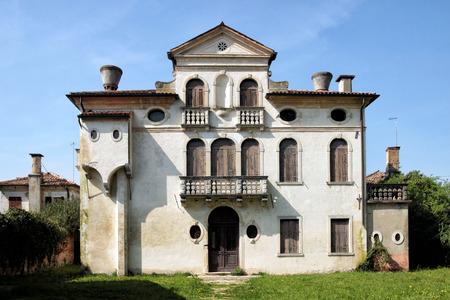 parapet: Old uninhabited dwelling in the huge park of Villa Pisani, Italy