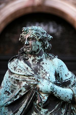 st  mark s: , Piazza, Venezia Statua nella porta del campanile di San Marco s