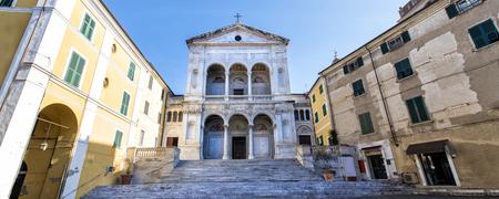 Mass. Saint Peter and Francis cathedral (Duomo). Massa-Carrara. Tuscany. Italy. 스톡 콘텐츠