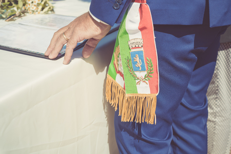 Italian mayor with a flag during a celebration in Italy Banque d'images - 102583423