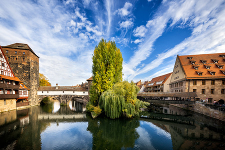 Nuremberg, Hangmans Bridge over the Pegnitz River. Franconia, Germany 報道画像