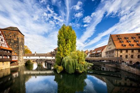Nuremberg, Hangmans Bridge over the Pegnitz River. Franconia, Germany 報道画像