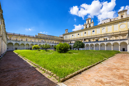 Beautiful cloister and gardens of San Martino (Certosa di San Martino or chartreuse of Saint Martin) in springtime, Naples, Italy Redactioneel