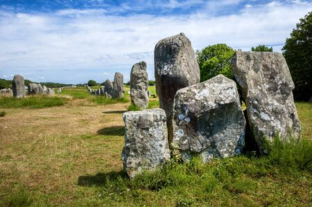 Carnac - Intriguing standing stones at Carnac in Brittany in north-western France, created around 3000 DC. France. Foto de archivo