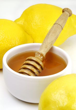 cold remedy: Honey and lemons, a traditional cold remedy Stock Photo
