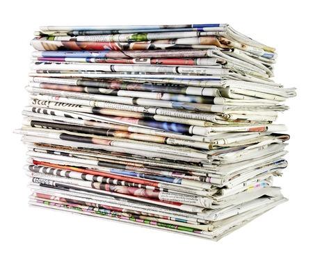 newspapers: grote stapel gevouwen kranten klaar voor recycling Stockfoto