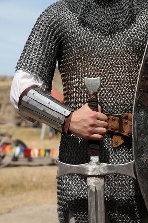 caballero medieval: Caballero y espada