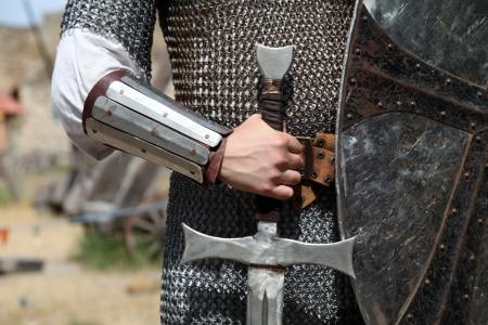 Ritter und Schwert  Standard-Bild