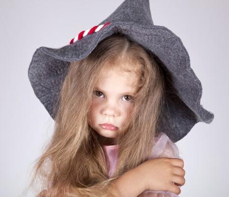 stay nice: Hermosa joven triste en tapa