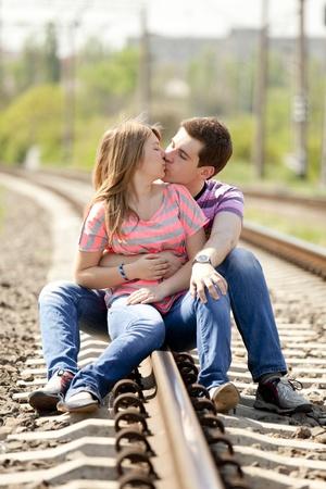 pareja besandose: Pareja bes�ndose en el tren. Foto de Urbano.