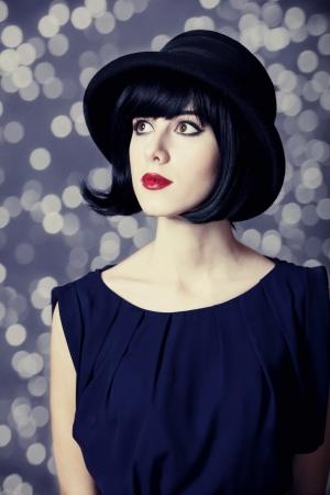 elegante: Portrait d'une belle fille dans le chapeau.