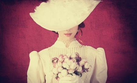 historische: Mooie roodharige vrouwen met een boeket