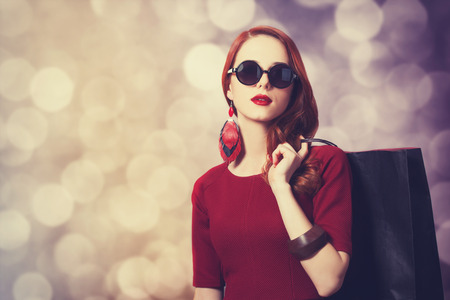 Beautiful redhead women with shopping bag Reklamní fotografie