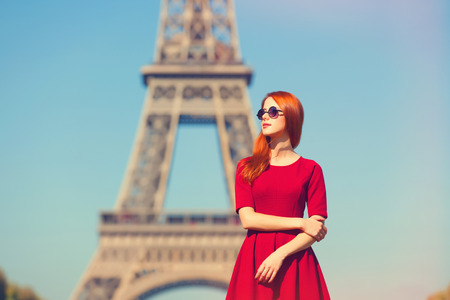 Beautifu girl in Paris with Eiffel tower on background. Imagens