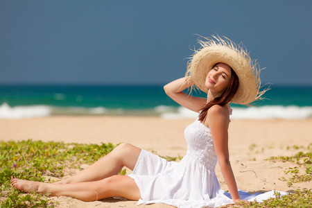 adult sexy: Young woman on the tropical beach near the ocean