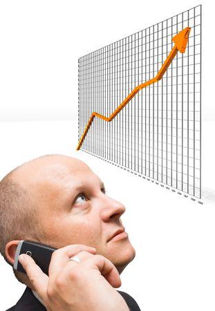 demographic: Confido uomo d'affari osservando la crescita grafica