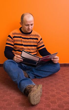 early 30s: Man in his early 30s, reading a magazine