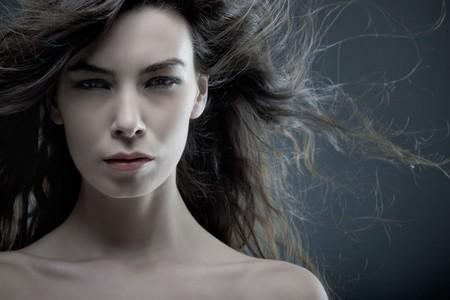 Dynamic portrait of a beautiful woman shot in studio Banque d'images
