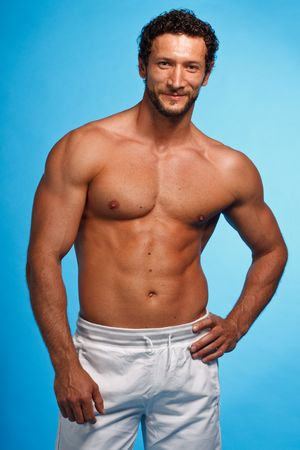 muscular man: Fitness Instructer over blue background