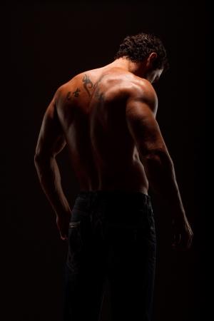 Dramatische Bild einer schön geformten Bodybuilder