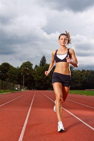 atletisch: Athletic vrouw lopen op schema