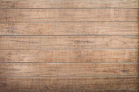 De muur van het huis is bedekt met bruine houten planken. Textuur of achtergrond
