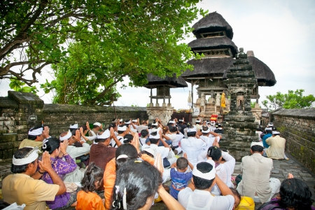 workship: BALI-JANUARY 14:People praying in temple Pura Luhur Uluwatu on January 14, 2010 in Bali,Indonesia. Pura LuhurUluwatu is known as the guardian of the southwest and dedicated to the spirits of the sea.  Editorial