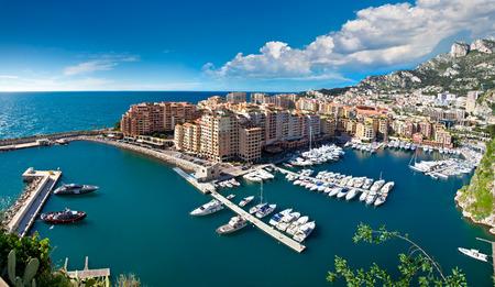 Panoramiczny widok na port w Monte Carlo w Monako. Wybrzeże Wybrzeże.