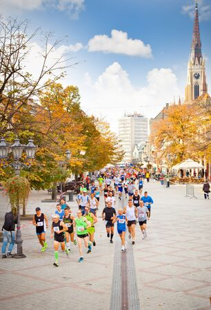 NOVI SAD, SERBIA - OCTOBER 13: Unidentified runners on the street during Novi Sad autumn Marathon on October 13, 2013 in Novi Sad, Serbia Banco de Imagens - 138403926