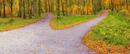 Die Wanderroute divergiert in zwei verschiedene Richtungen