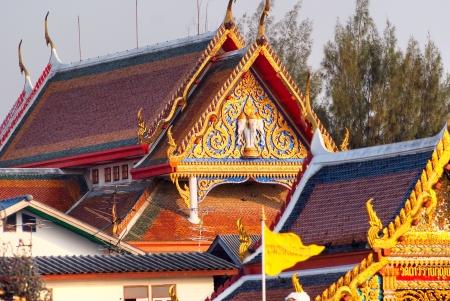 praya: Temple and house on the Chao Praya River, bangkok, Thailand
