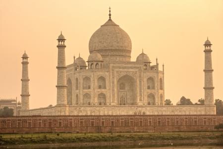 uttar: Panoramic view of Taj Mahal at sunset, Agra, Uttar Pradesh, India.