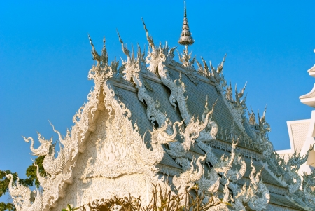 adulation: White Temple in Chiang Rai, Thailandia