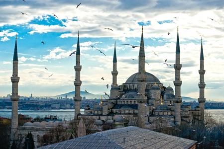 mezquita: Puesta de sol sobre la Mezquita Azul, (Sultanahmet Camii), Estambul, Turqu�a.