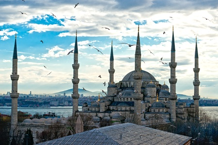 istanbul: Sunset over The Blue Mosque, (Sultanahmet Camii), Istanbul, Turkey.
