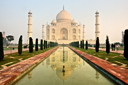 mahal: The Taj mahal at sunrise, Agra, Uttar Pradesh, India.